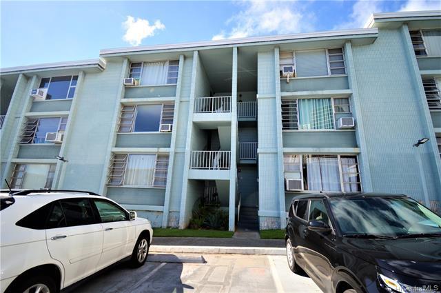 Photo of home for sale at 98-1030 Moanalua Road, Aiea HI