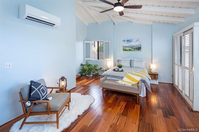 Photo of home for sale at 1414 Hoakoa Place, Honolulu HI