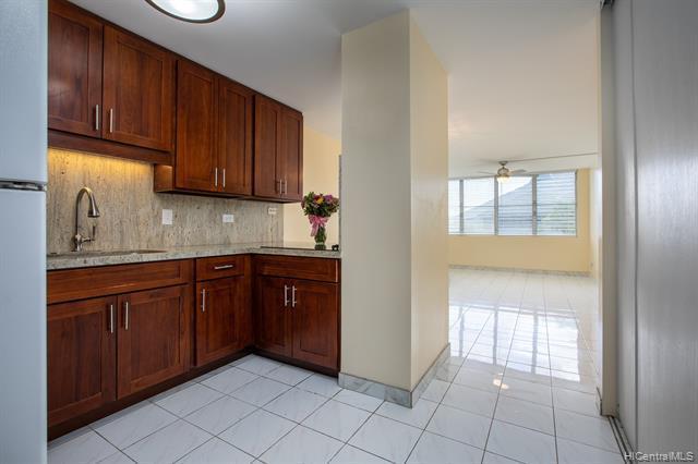 Photo of home for sale at 1110 Banyan Street, Honolulu HI