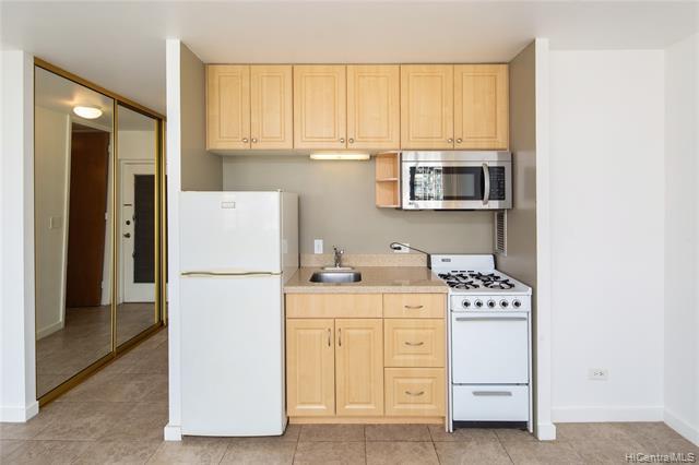 Photo of home for sale at 1550 Wilder Avenue, Honolulu HI