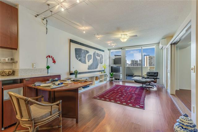 Photo of home for sale at 1315 Kalakaua Avenue, Honolulu HI