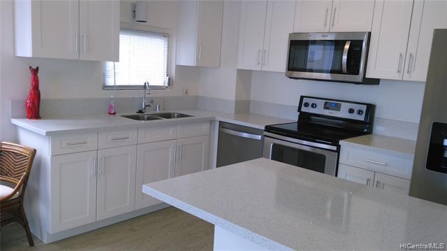 Photo of home for sale at 400 Hobron Lane, Honolulu HI
