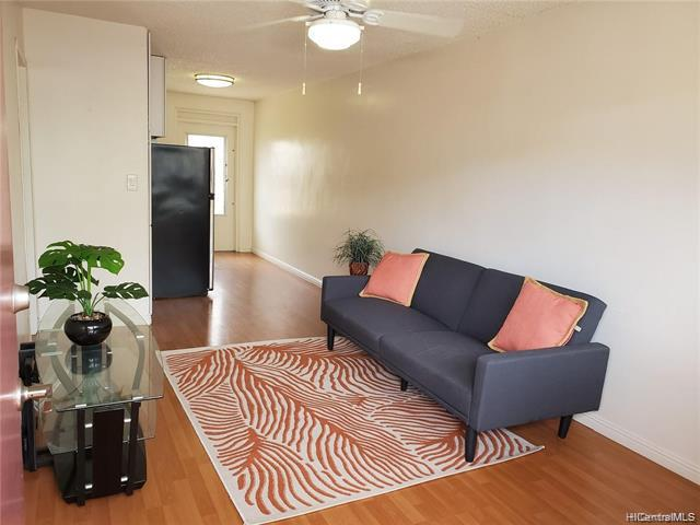 Photo of home for sale at 1426 Keeaumoku Street, Honolulu HI