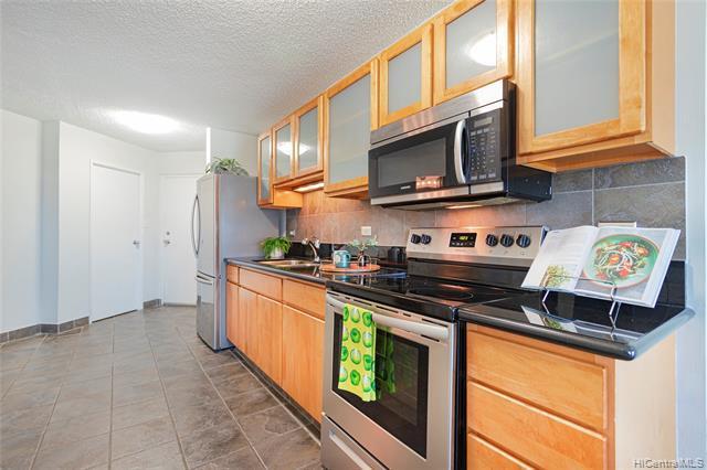 Photo of home for sale at 1031 Maunaihi Place, Honolulu HI