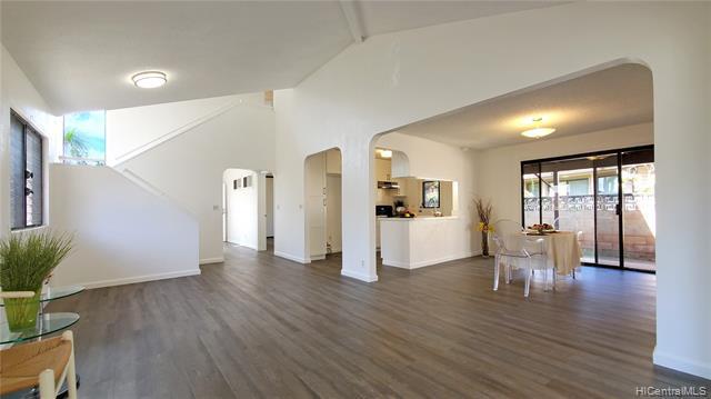 Photo of home for sale at 95-197 Lelewalo Street, Mililani HI
