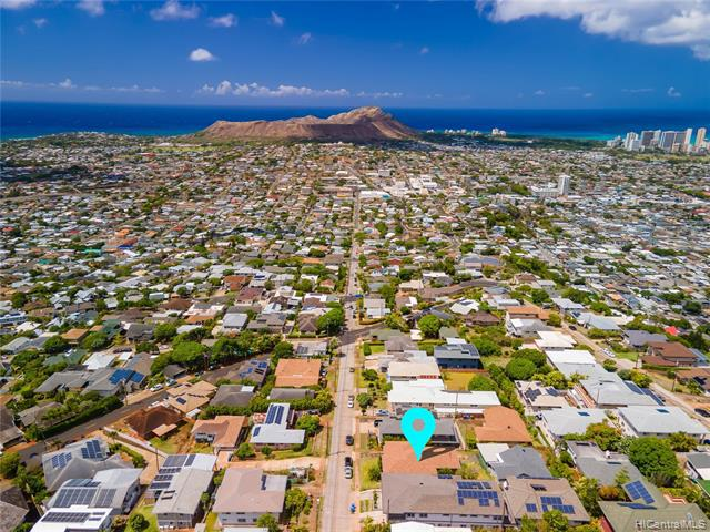 Photo of home for sale at 1736 Wilhelmina Rise, Honolulu HI