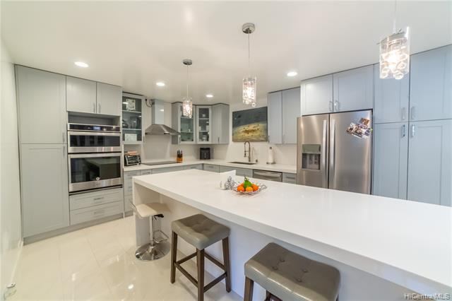 Photo of home for sale at 1215 Analii Place, Honolulu HI