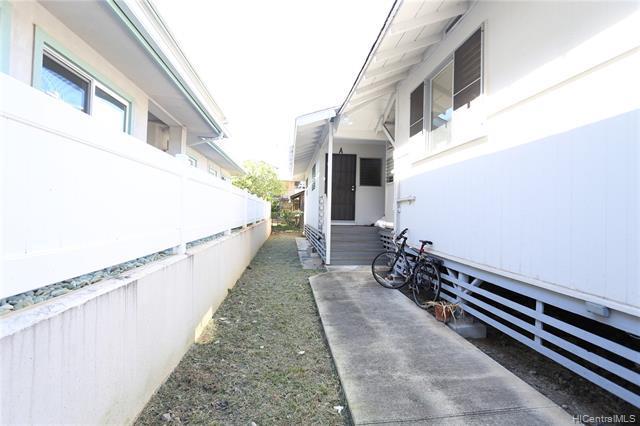 Photo of home for sale at 748 Hoawa Street, Honolulu HI