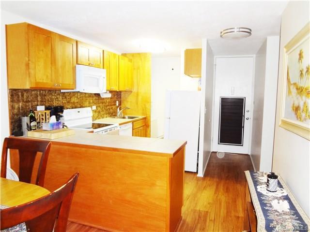 Photo of home for sale at 435 Seaside Avenue, Honolulu HI