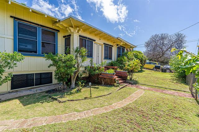 Photo of home for sale at 1049 12th Avenue, Honolulu HI