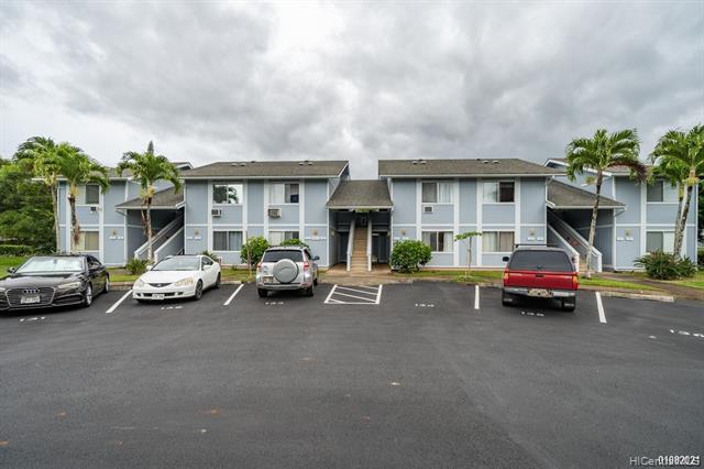 Photo of home for sale at 95-1013 Ainamakua Drive, Mililani HI