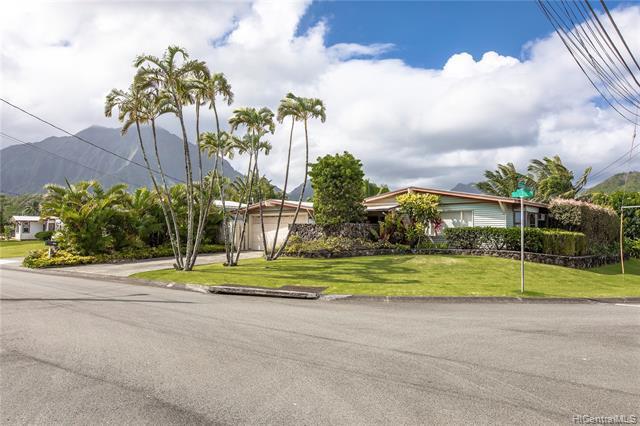 Photo of home for sale at 1532 Ulupii Street, Kailua HI
