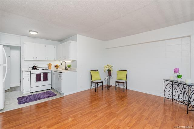 Photo of home for sale at 712 Kamuela Avenue, Honolulu HI
