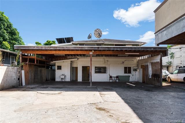 Photo of home for sale at 94-065 Waipahu Depot Street, Waipahu HI