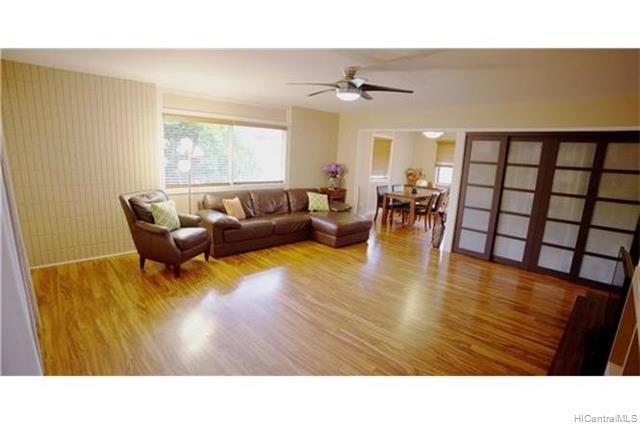 Photo of home for sale at 95-062 Hokuiwa Street, Mililani HI