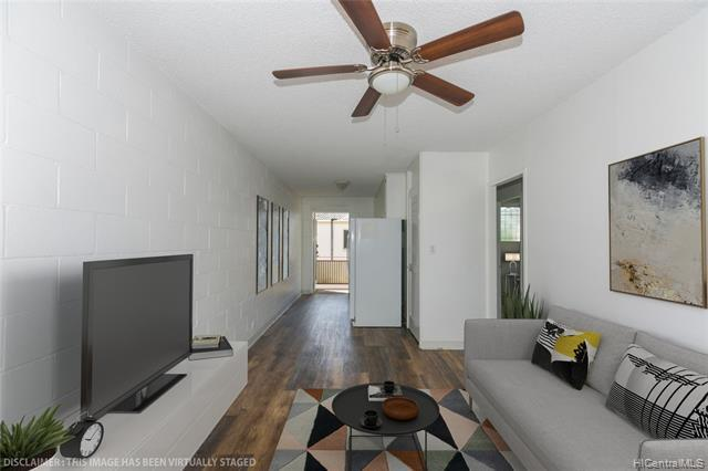 Photo of home for sale at 1426 Keeaumoku Street, Honolulu HI