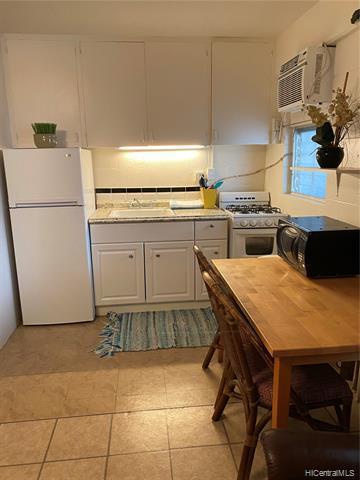 Photo of home for sale at 235 Liliuokalani Avenue, Honolulu HI