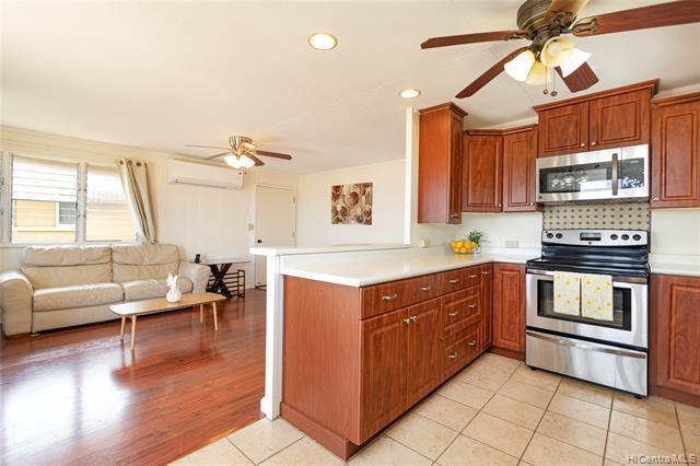 Photo of home for sale at 1313 Wanaka Street, Honolulu HI