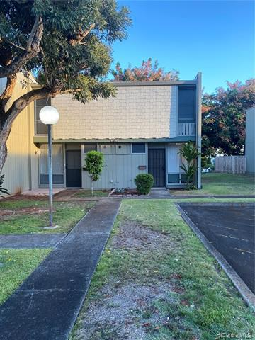 Photo of home for sale at 95-310 Kaloapau Street, Mililani HI