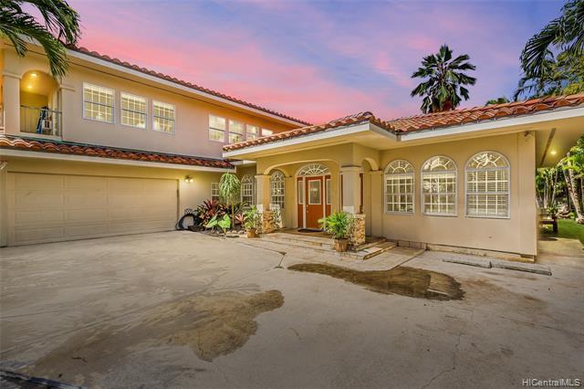 Photo of home for sale at 422 Wanaao Road, Kailua HI
