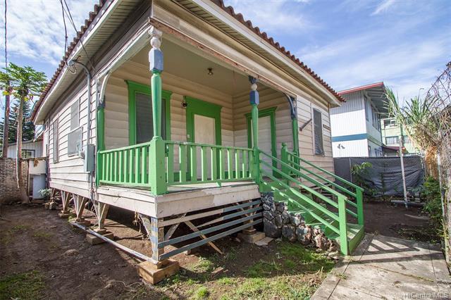 Photo of home for sale at 1121C Banyan Street, Honolulu HI
