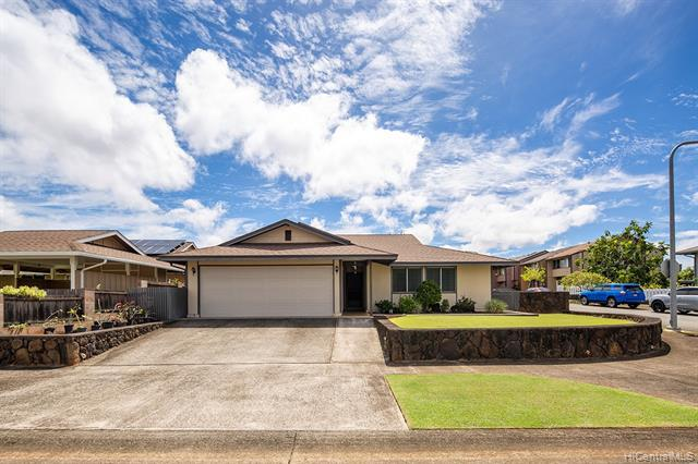 Photo of home for sale at 95-723 Hinalii Street, Mililani HI