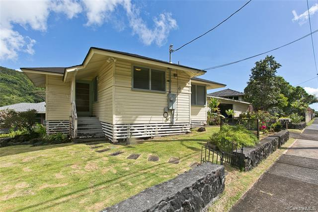 Photo of home for sale at 2661 Myrtle Street, Honolulu HI