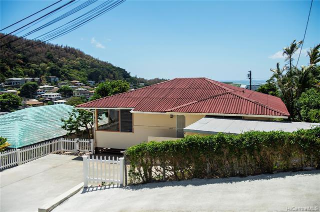 Photo of home for sale at 1717 Noe Street, Honolulu HI
