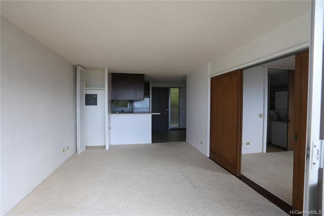 Photo of home for sale at 4970 Kilauea Avenue, Honolulu HI