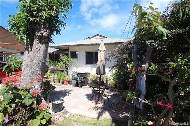 Photo of home for sale at 838 Lokahi Street, Honolulu HI