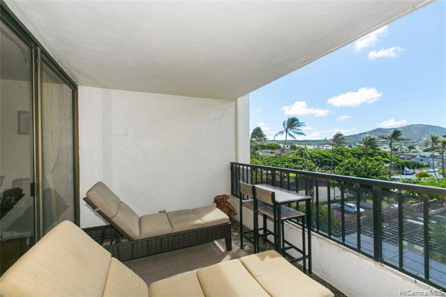 Photo of home for sale at 500 Lunalilo Home Road, Honolulu HI
