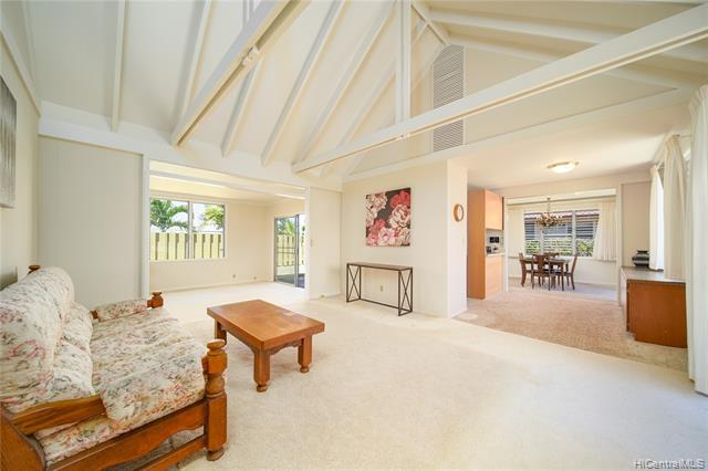 Photo of home for sale at 95-557 Naholoholo Street, Mililani HI