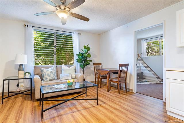 Photo of home for sale at 402 Iolani Avenue, Honolulu HI