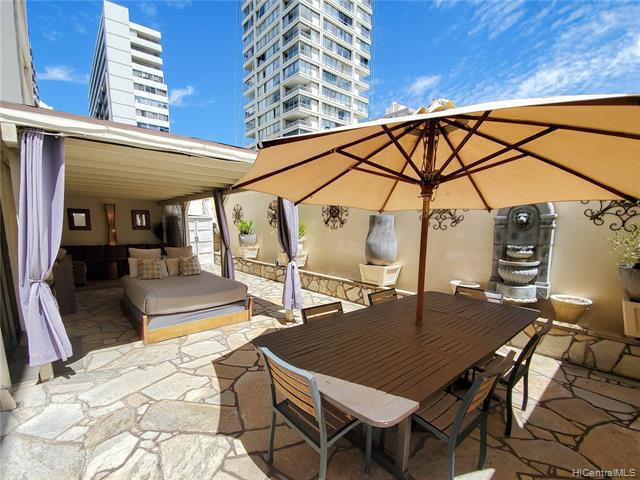 Photo of home for sale at 2410 Cleghorn Street, Honolulu HI