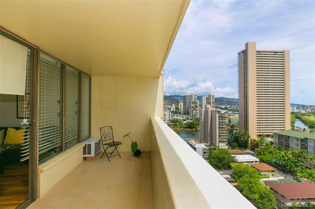 Photo of home for sale at 2092 Kuhio Avenue, Honolulu HI