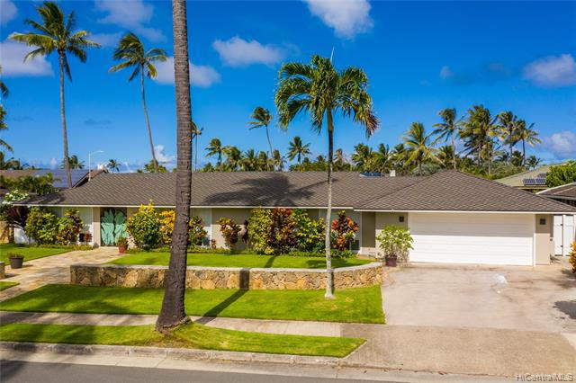 Photo of home for sale at 103 Kailuana Loop, Kailua HI