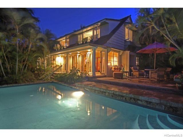 Photo of home for sale at 132 Royal Circle, Honolulu HI