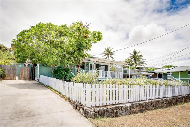 Photo of home for sale at 1347 Lekeona Street, Kailua HI