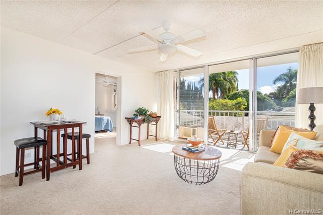 Photo of home for sale at 1821 Keeaumoku Street, Honolulu HI