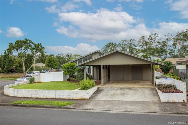 Photo of home for sale at 95-052 Kaulua Street, Mililani HI