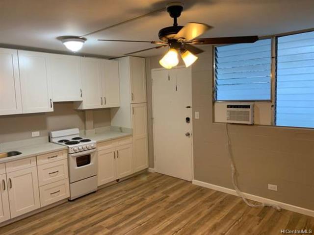 Photo of home for sale at 403 Hobron Lane, Honolulu HI