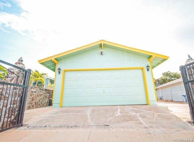 Photo of home for sale at 86-3002 Leihua Place, Waianae HI