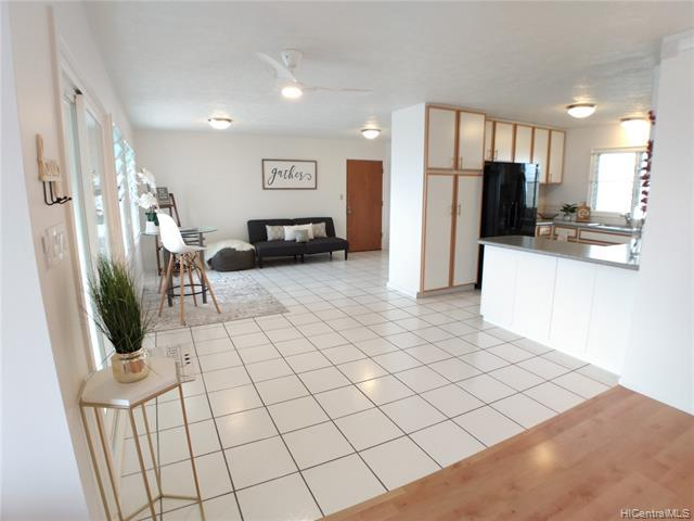 Photo of home for sale at 1559 Kalauipo Street, Pearl City HI