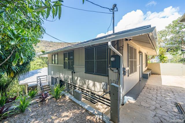 Photo of home for sale at 2616 Kalihi Street, Honolulu HI