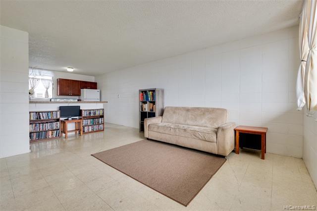 Photo of home for sale at 94-011 Waipahu Street, Waipahu HI