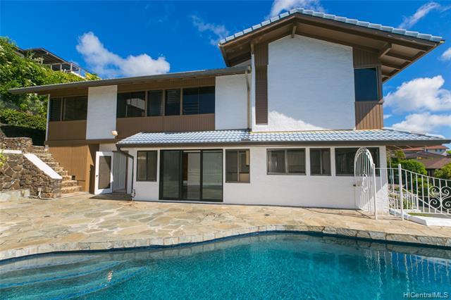 Photo of home for sale at 1629 Ihiloa Loop, Honolulu HI