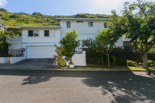 Photo of home for sale at 1422 Miloiki Street, Honolulu HI