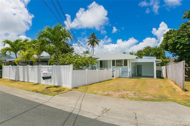 Photo of home for sale at 828 Oneawa Street, Kailua HI