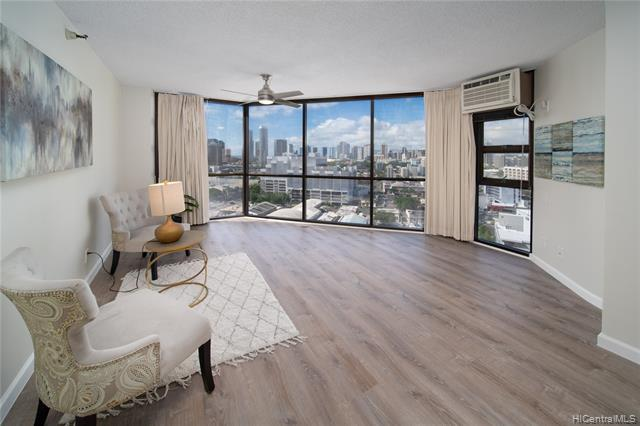 Photo of home for sale at 930 Kaheka Street, Honolulu HI