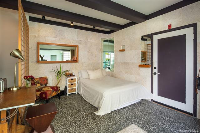 Photo of home for sale at 2957 Kalakaua Avenue, Honolulu HI